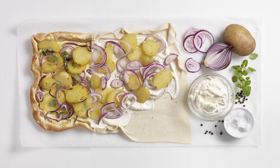 Flammkuchen met aardappel en rode ui