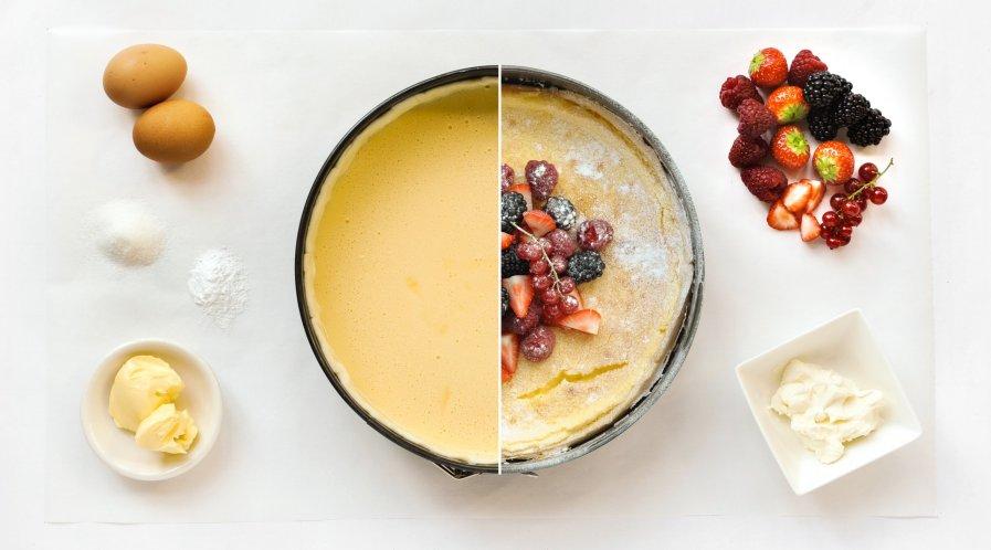 Cheesecake met roodfruit stappenfoto