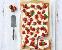 Zoete aardbeien pizza met mascarpone