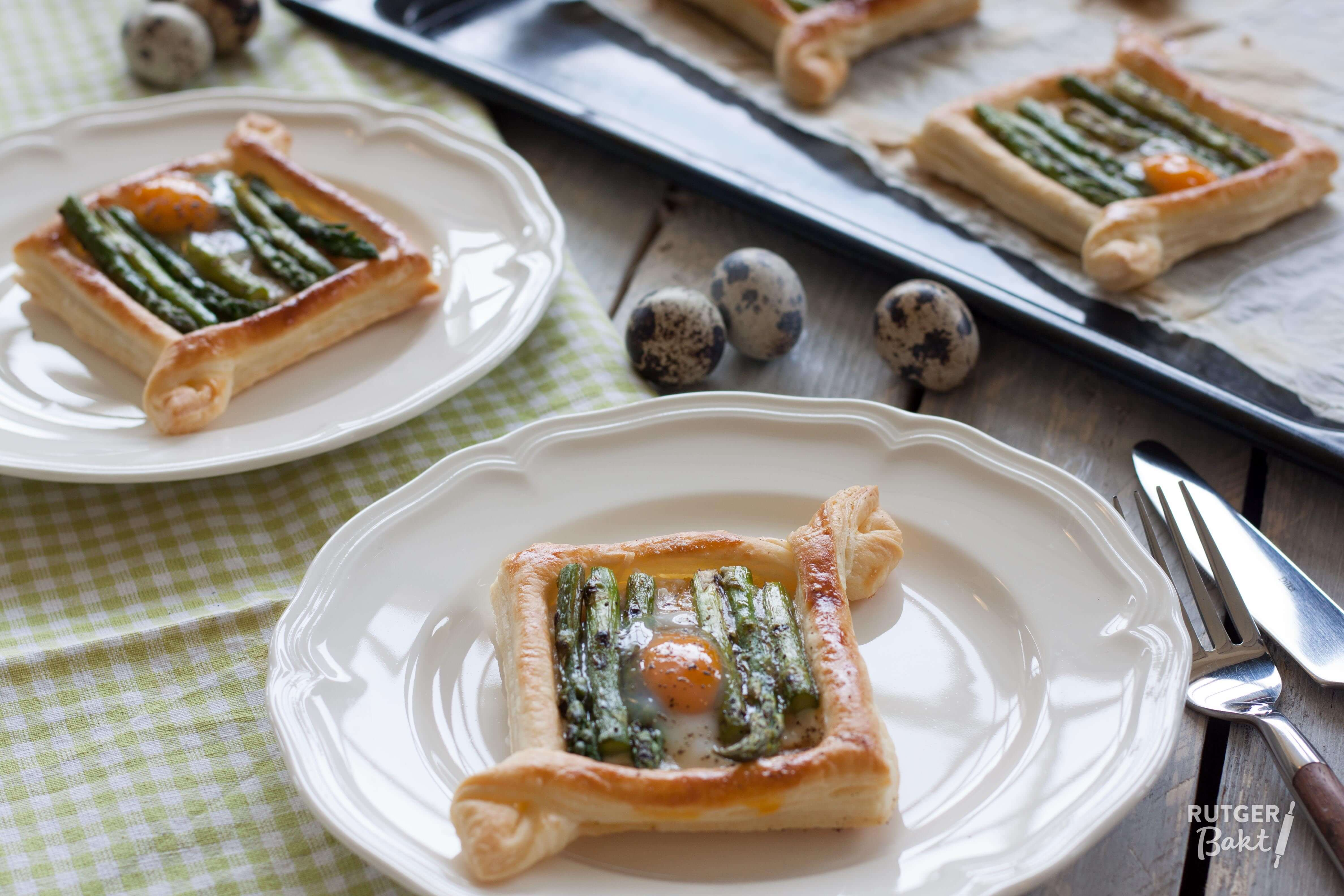 Paastartelette met groene asperge en kwartelei