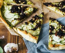 Recept: Vegan pizza met pesto en courgette