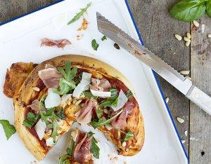 Recept: Spiraal pizza met serranoham en rucola