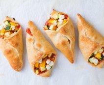Pizzahoorntjes met groenten en geitenkaas