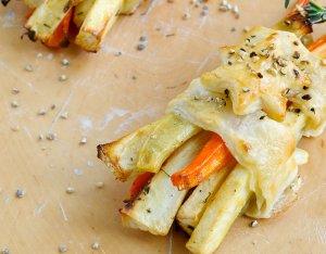 Bladerdeegpakketjes met gegrilde groenten