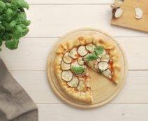 Recept: Pizza met aubergine en een kaasrand