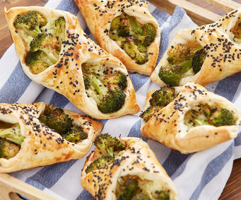 Bladerdeeg-broccolipakketjes