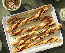 Recept: Bladerdeegstengels met paprika