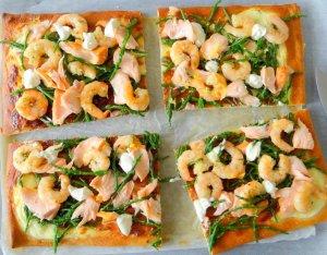 Recept: Pizza met zalm, knoflookgarnalen en zeekraal