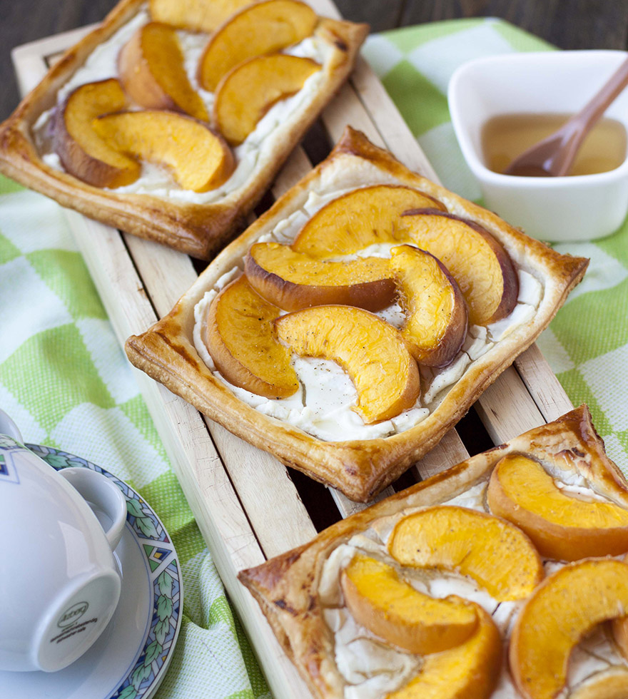 Recept: Perzik geitenkaas bladerdeeghapjes