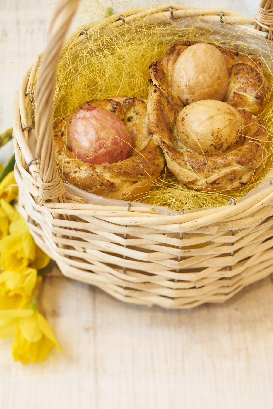 Pizzabroodjes met gekleurde eieren - Pasen - Tante Fanny