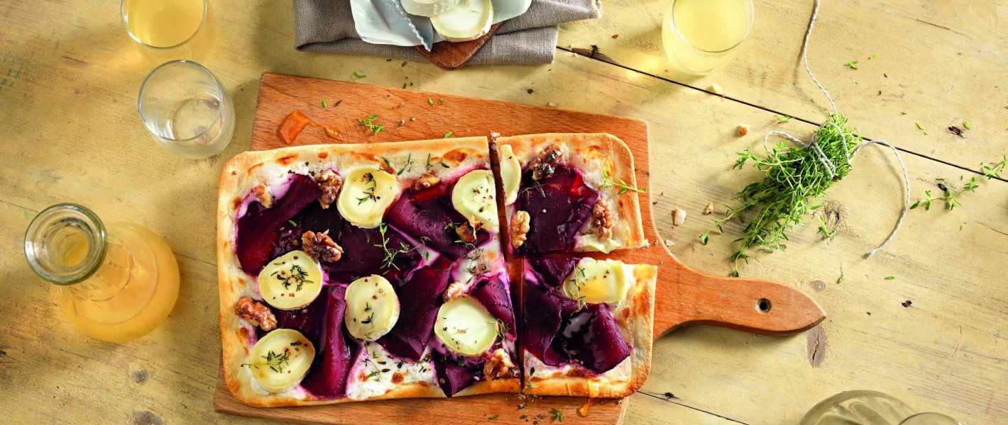 Recept: flammkuchen met rode bieten en geitenkaas - Tante Fanny flammkuchenbodem