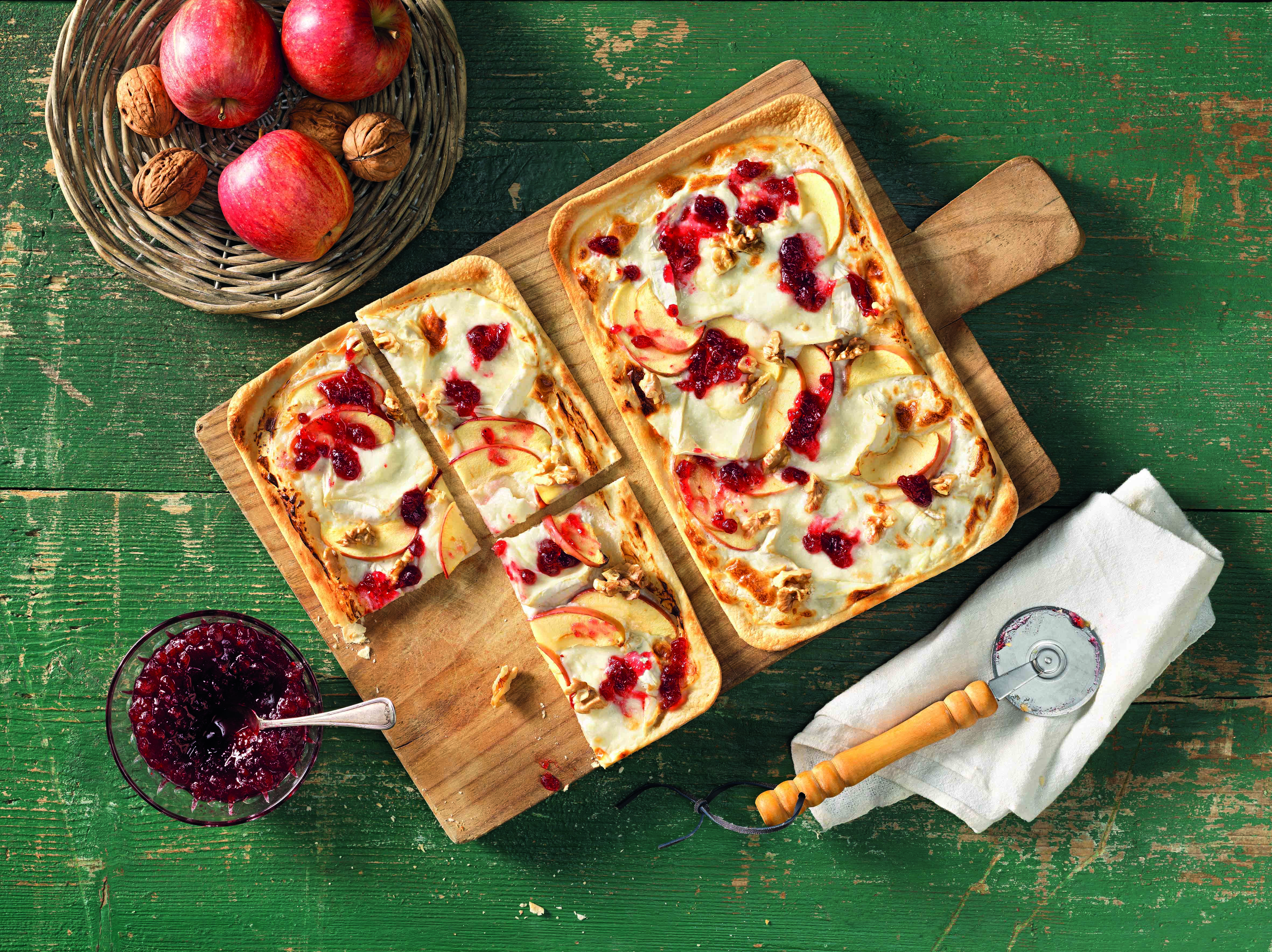 Recept: flammkuchen met geitenkaas camembert en appel - Tante Fanny