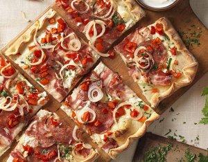 Recept: Hongaarse pizza met salami en paprika