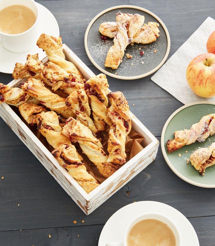 Vegan bladerdeegstengels met appel en havervlokken- Tante Fanny
