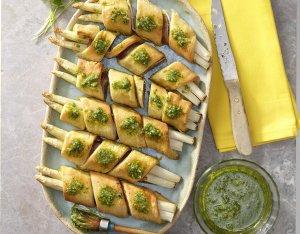 Bladerdeeghapjes met asperge