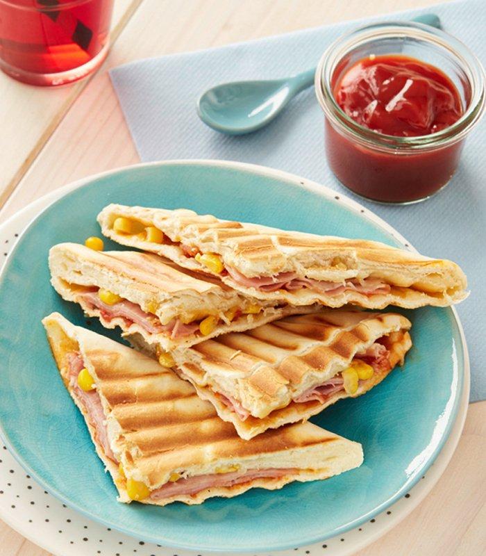 Flammkuchen tosti met ham en kaas - Tante Fanny flammkuchendeeg