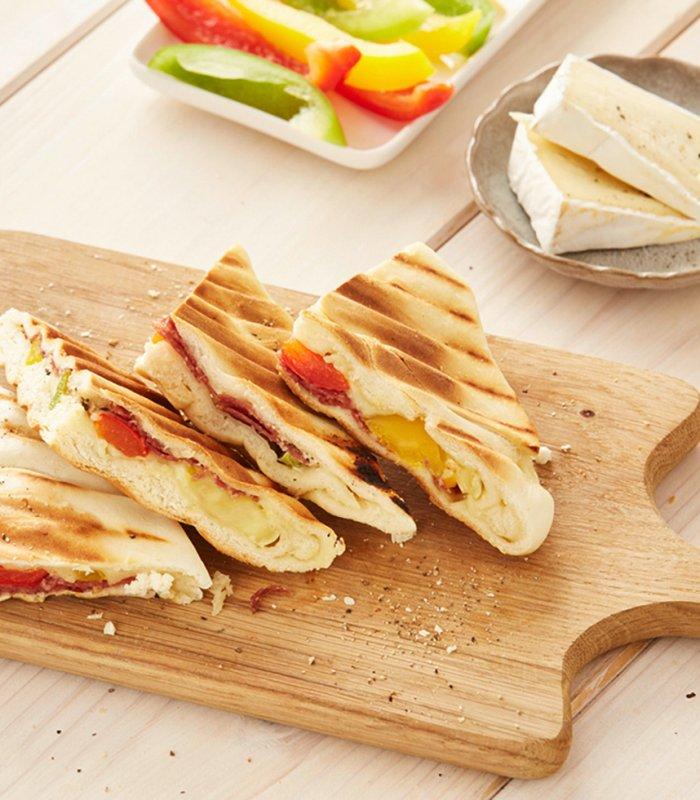 lammkuchen tosti met salami en brie - Tante Fanny flammkuchendeeg