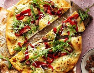 Recept: rustieke pizza met paprika en roomkaas